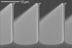 Silicon micostructures etched by SF6 / O2 chemistry